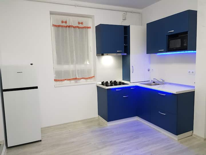 Vivid Apartment Near City Center – 10 Min Walk