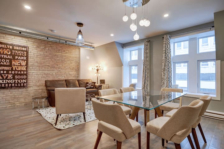 ☆ Huge 3BR w/ 2 Bathrooms in the Heart of Downtown