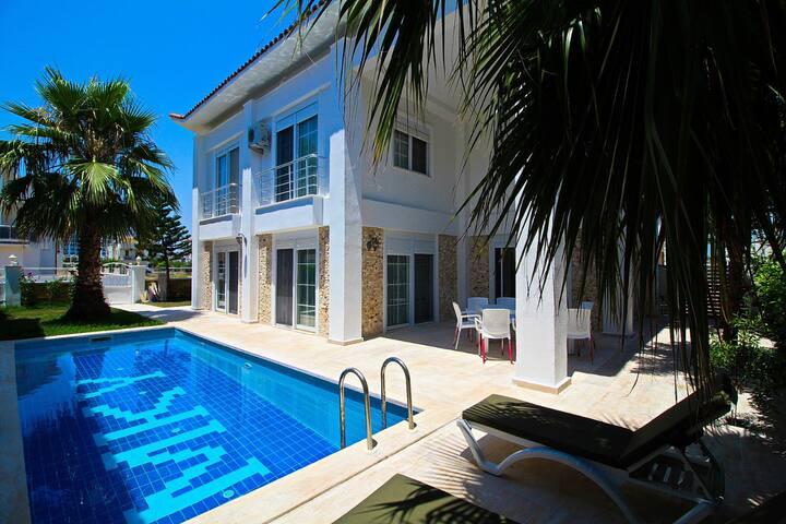 Belekte Denize Yakın Müstakil Havuzlu Lüx Villa