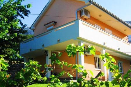 Charming apartment with garden - Batomalj