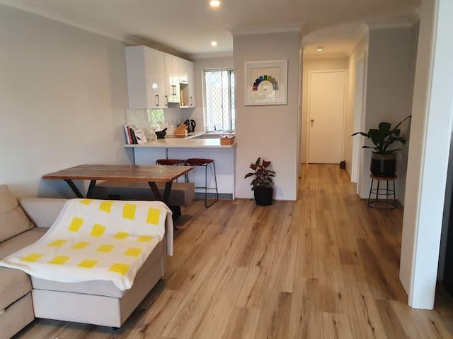 Heart of Mt Lawley - Cosy, 2-bedroom apartment