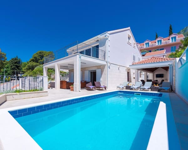 Spacious Villa with Private Pool & Sea View