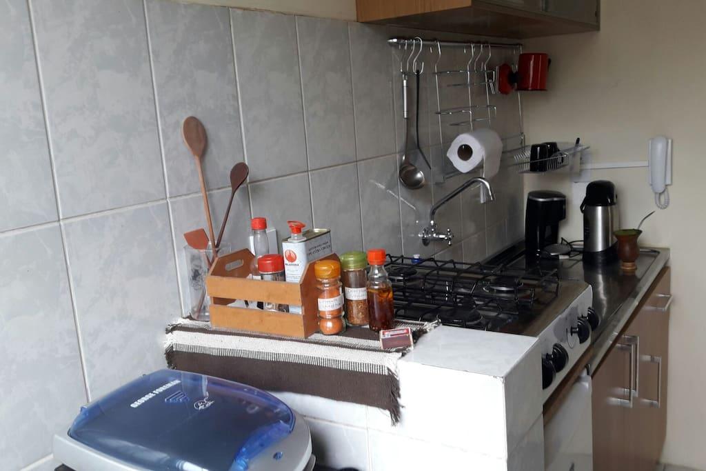 Detalhes da cozinha e dos temperinhos sempre frescos e disponíveis