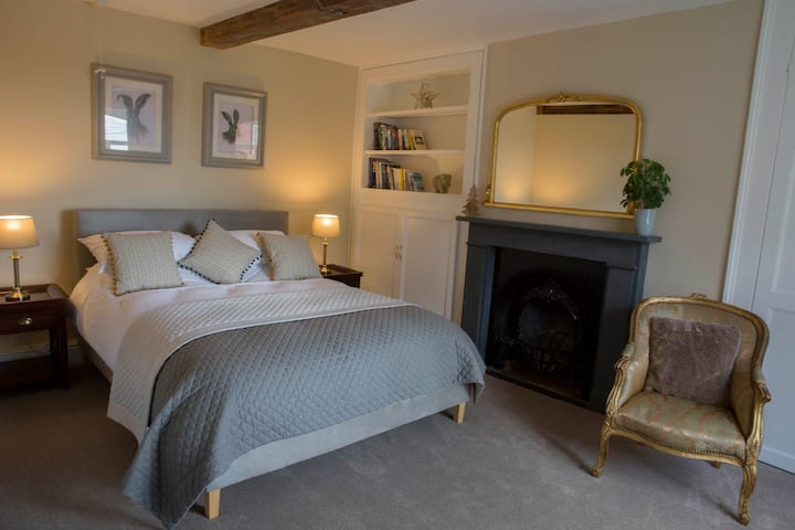 Bumble Bee Cottage - Cosy country getaway