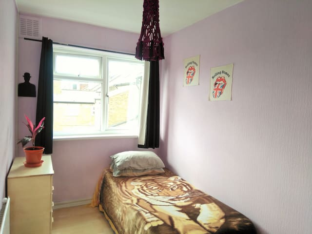 Nice and quiet room in Leytonstone