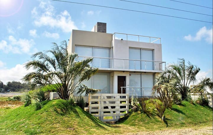 Alquiler casa. Las mejores vistas. Frente al mar