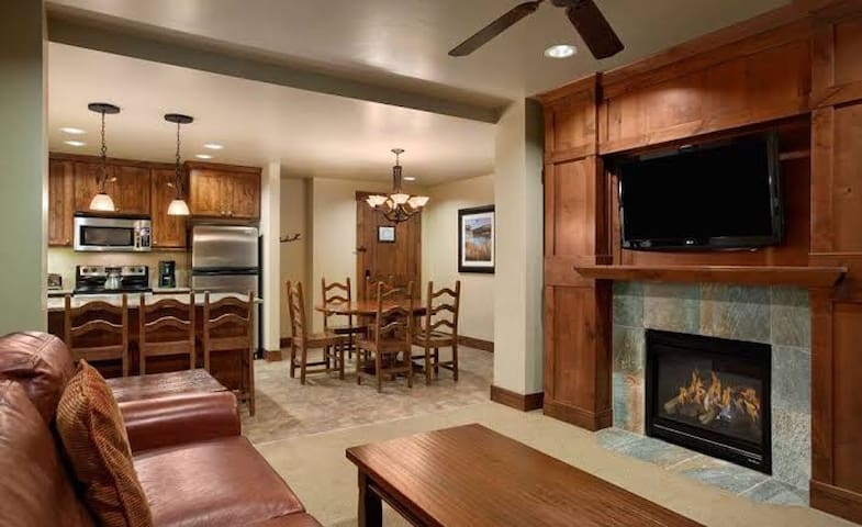 Grand Lodge Peak 7, Ski-in/Ski-Out condo in Breck•