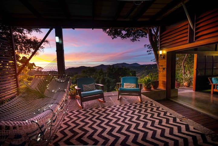 Cozy  jungle retreat, sleeps 5, ocean view, pool