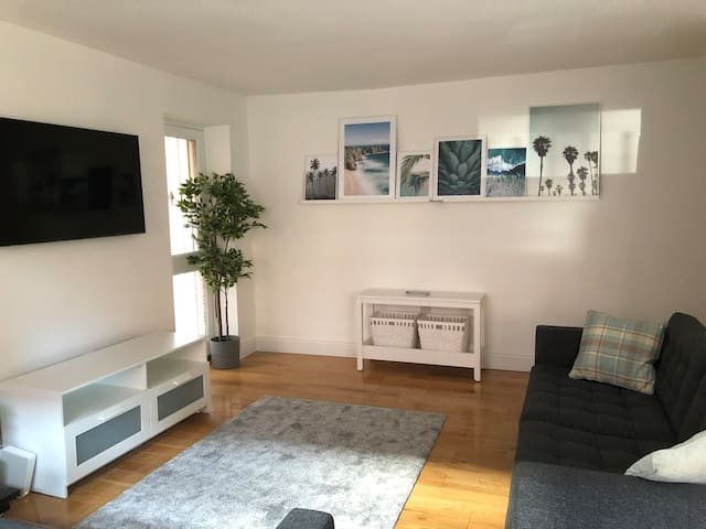 Luxury City Center 2 bed refurbished apartment
