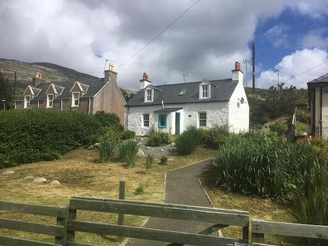 Kelpie Cottage, Tarbert, Harris