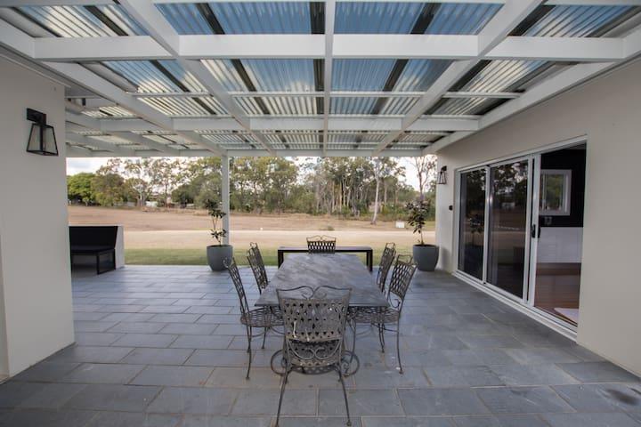 Modern Branyan Guest Villa - Minutes to Airport
