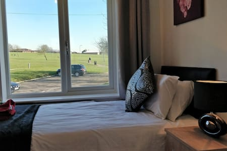 2 Bed Deluxe flat for work professionals/families