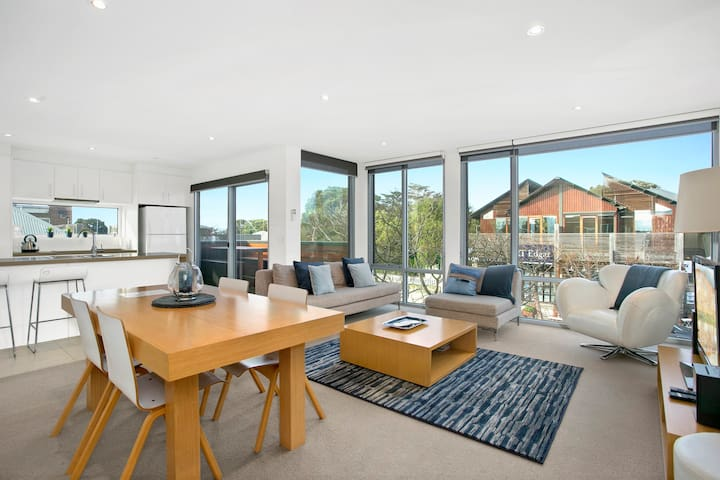 "Ruby on Barwon ""best location in town"" - Barwon Heads - Flat"