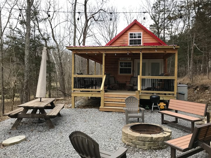 *Unique Creekside Cabin*4 beds 20 min from The Ark