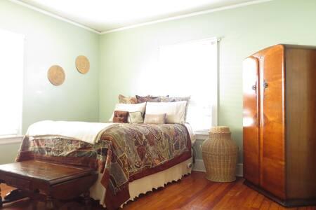 Serene green room - Louisville - Casa