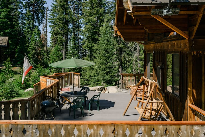 Three bedroom cabin located deep in Sequoia Park!