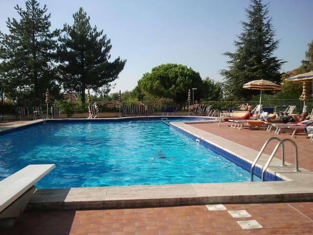Appartamento giardino uso piscina