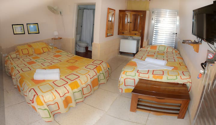 Hostal V&B room2