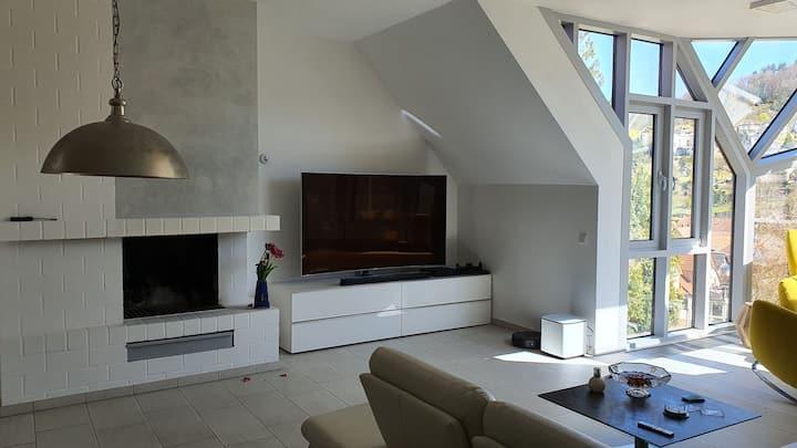 Exclusives 130 m^2 Apartment Zentrum, Burgenblick