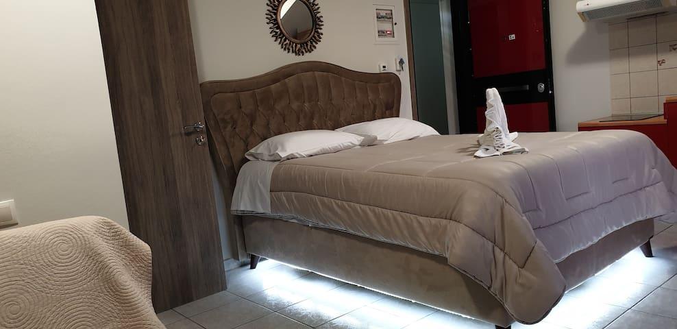 (Σ4)   ATTIC WITH DOUBLE BED UNIVERCITY HOSPITAL