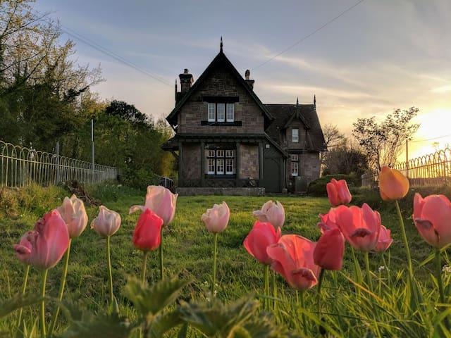 Historic period lodge house