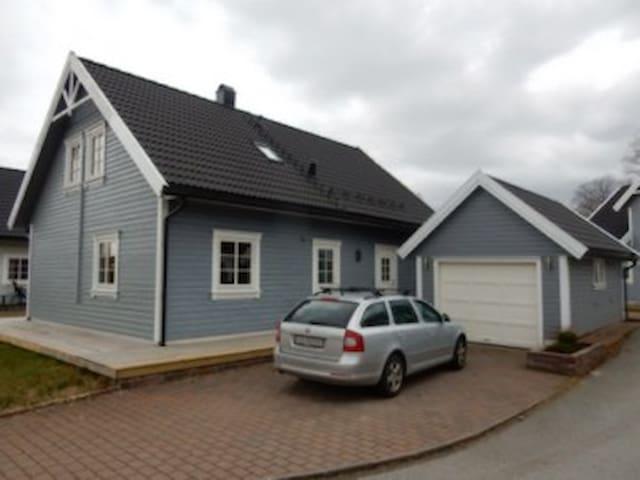 Familievennlig hus nær sjø og fjell - Stord
