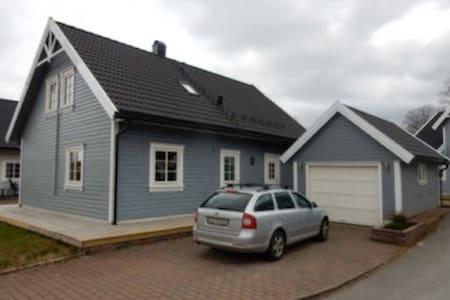 Familievennlig hus nær sjø og fjell - Rumah