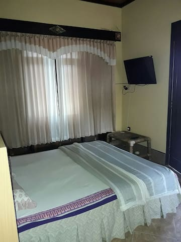 Double bed wide balcony - karangasem - Bed & Breakfast
