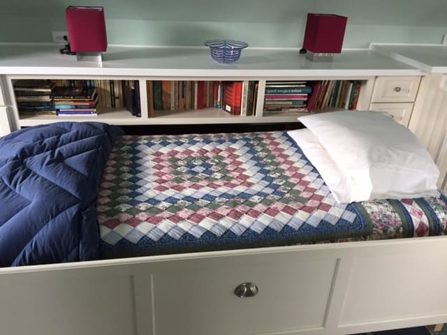 Drawer twin bed. Fine for tall folk.