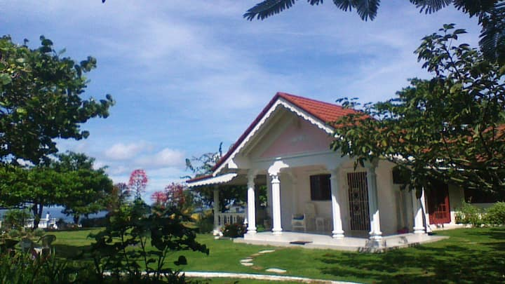 Firefly- 2 Bed Villa /AirCon/Pool FreeWiFi/Netflix