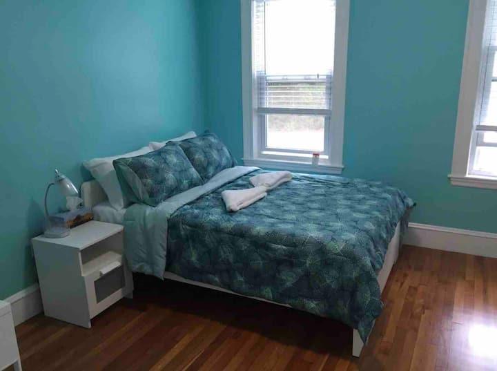 Cozy bedroom near Harvard, MIT & BU (H)