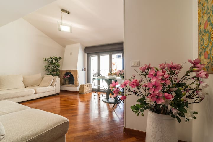Top-floor Hillside apt in central Cagliari