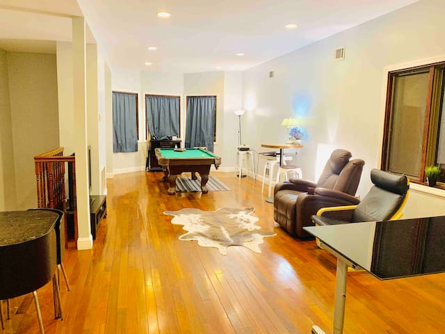 Cozy home with pool table, miles from NYC
