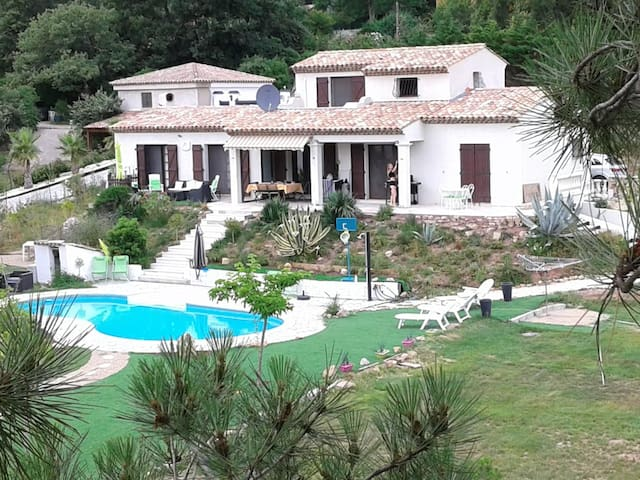 Spacious 4 bedroom villa with a large pool