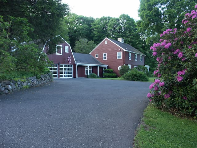 The Perfect Weekend House just 80 min from NYC! - Woodbury - Huis