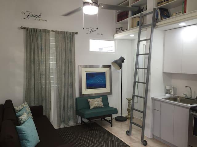 Área de sala con Sofá cama y Butaca