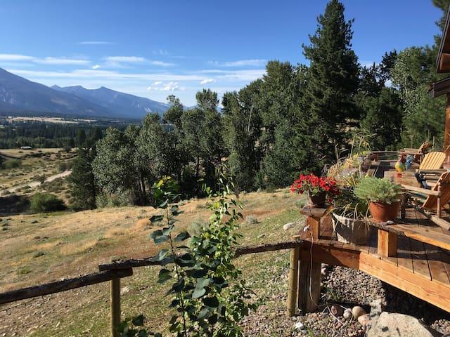 Mountain Retreat: 1/2 way between Hamilton & Darby