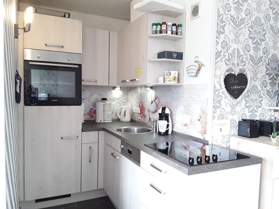 Unsere voll ausgestattete und im Dezember 2016 neu eingebaute Küche