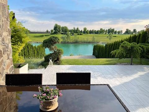 Quiet hidden heaven by lake and golf resort
