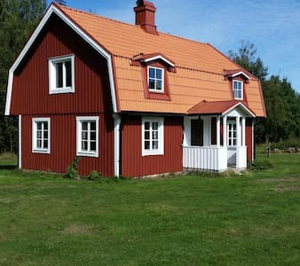 Cosy cottage in the forest, close to lake Vissjön