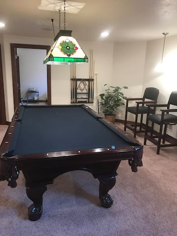 Fantastic BR, pool table, bar in finished lower