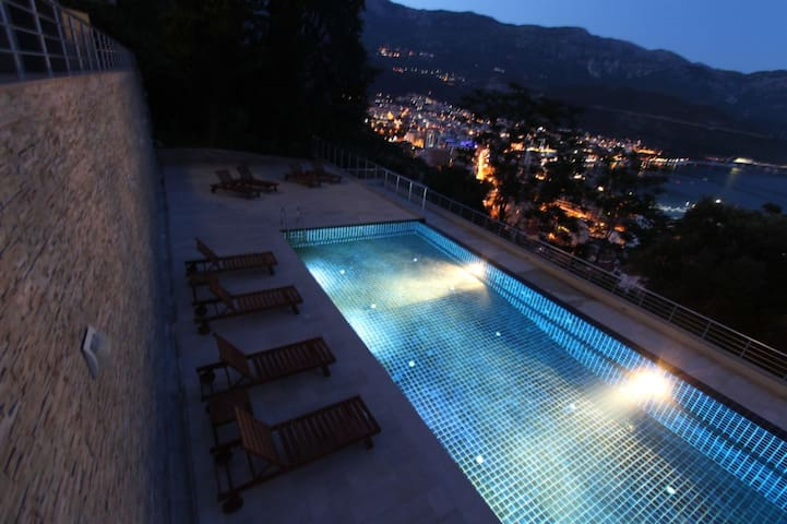 Night - view and pool