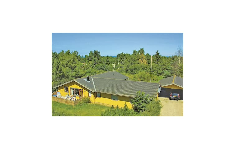 Holiday cottage with 5 bedrooms on 186 m² in Glesborg