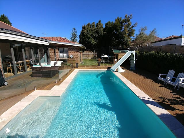 Beautiful 3  bedroom federation family home & pool