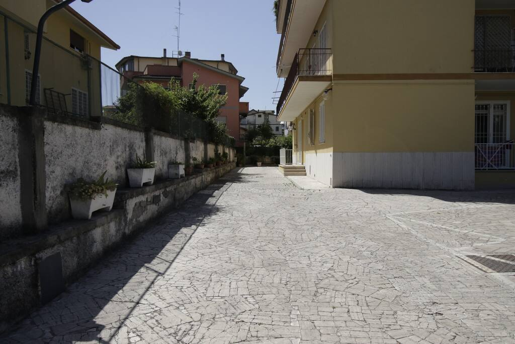 Cortile interno con parcheggio  - Courtyard and parking