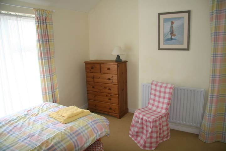 Number 19, Comfortable selfcatering - Ely - House