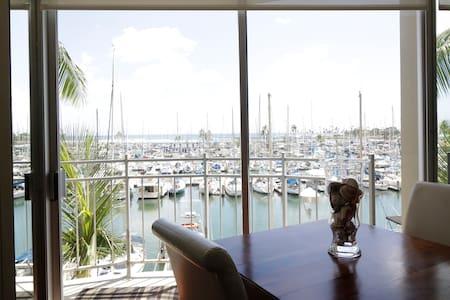 Oceanfront Condo in Waikiki