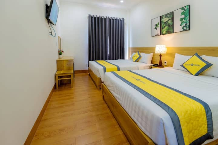 Clean Quadruple Room with Balcony at Hanah Hotel