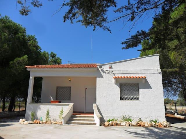 Villa Flora con grande giardino - Manduria - Vila