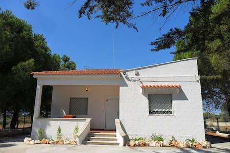 Villa Flora con grande giardino - Manduria